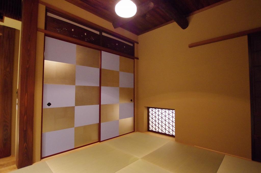 室内の壁仕上げは、土壁糊差仕上げ。