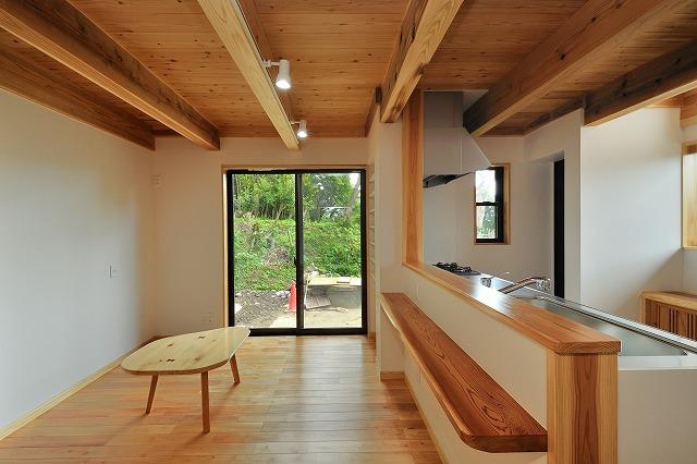 LDK(1)天井材は杉の1寸板(ロフト床板と兼用)