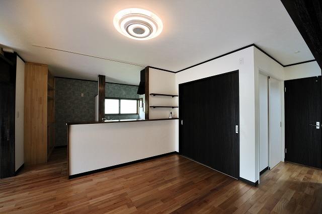 LDK(2)床板はサクラ材